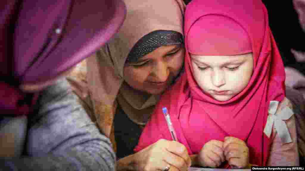 Дочь осужденного к 12 годам заключения фигурантаялтинского «дела Хизб ут-Тахрир»Вадима Сирука Амира
