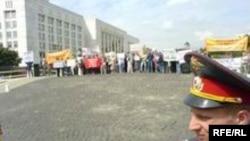 В отличие от многих прежних акций сегодняшний протест дольщиков санкционирован