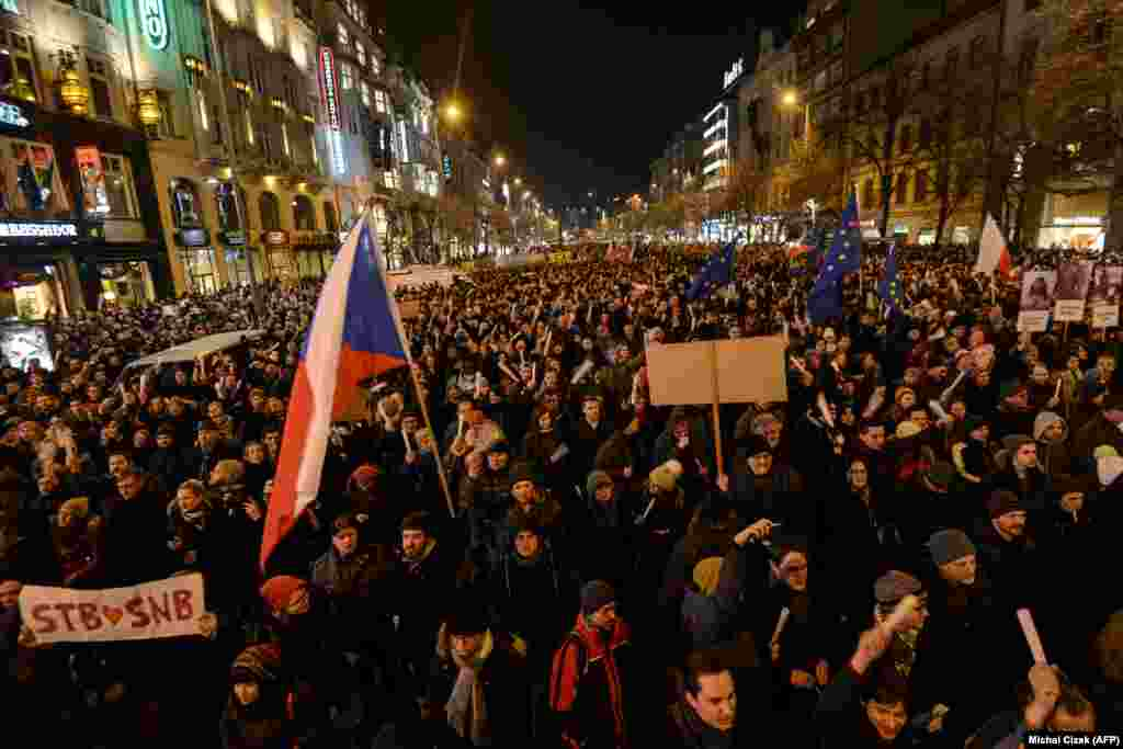 Demonstrators holding placards and Czech flags rally to protest in Prague against a communist-era riot officer being voted head of the parliament's police-oversight committee. (AFP/Michal Cizek)