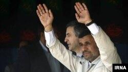 در سفر محمود احمدینژاد به اصفهان،اسفندیار رحیممشایی نامزد احتمالی دولت یرای انتخابات وی را همراهی کرد.