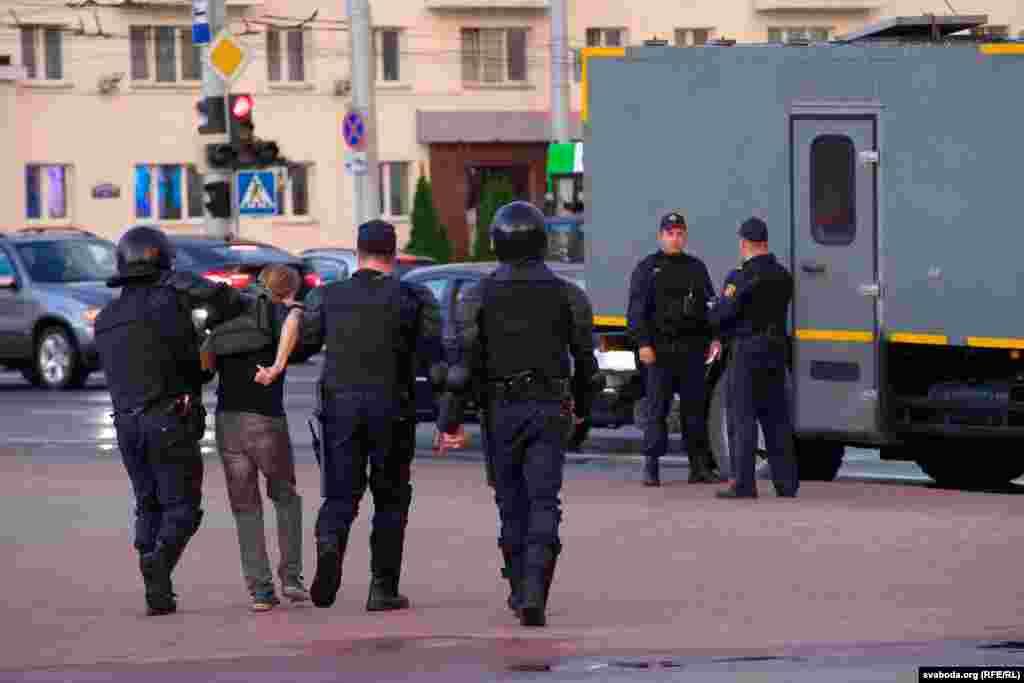Arestările au continuat în ritm susținut în Vitsebsk.