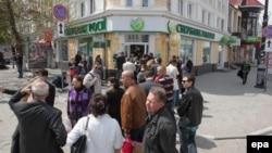 Черга до банку в Сімферополі, 17 квітня 2014 року