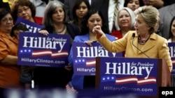 سناتور هیلاری کلینتون توانست در یک رقابت بسیار نزدیک در اوهایو از سناتور باراک اوباما پیشی بگیرد عکس از EPA