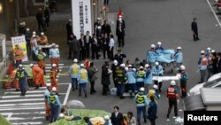 Выратавальнікі ў часе землятрусу ўТокіё. 11 сакавіка 2011 г.