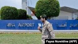 این تصویر از ۱۳ ژوئن بخشی از فرودگاه ابها را نشان میدهد؛ در حمله هفته گذشته حوثیها به این فرودگاه بینالمللی ۲۶ نفر زخمی شدند