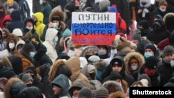 Protesters rally for Navalny's release in Perm on January 23.