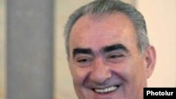 ՀՀԿ-ի փոխնախագահ եւ կուսակցության խորհրդարանական խմբակցության ղեկավար Գալուստ Սահակյանը:
