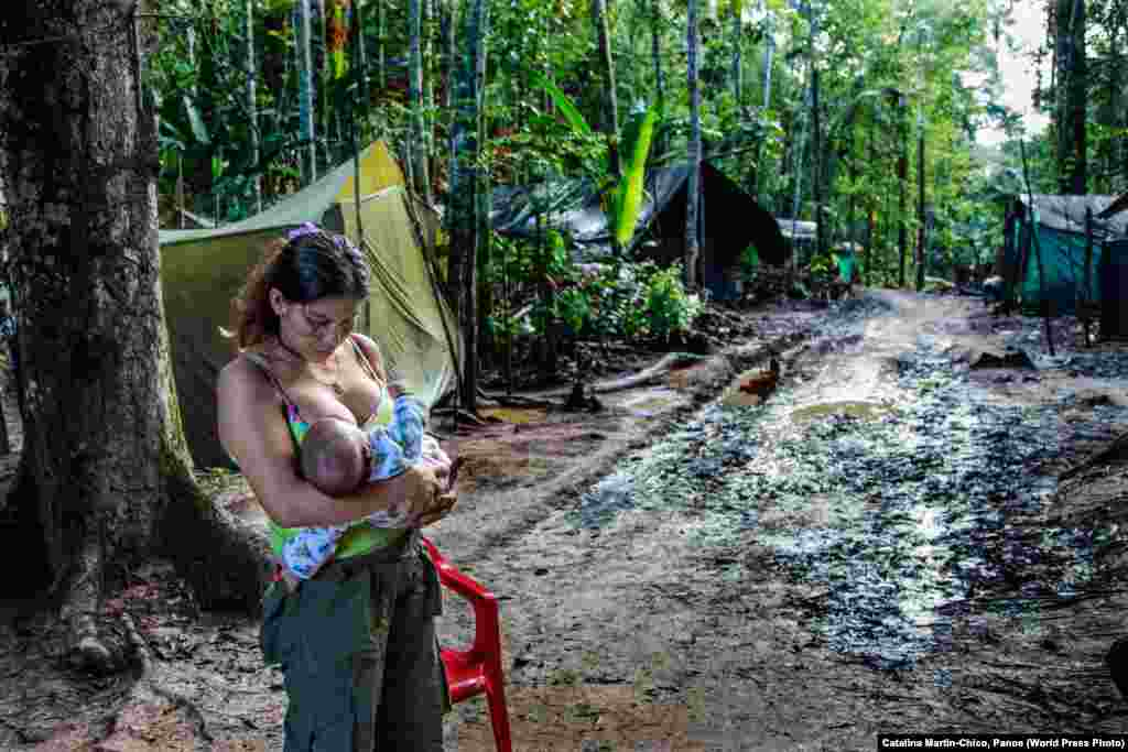 Angelina was a former militant who became pregnant in a FARC transition camp in San José del Guaviare, Colombia. She joined the Colombian insurgent group FARC at the age of 11 after her stepfather had attempted to abuse her and she was thrown out of her family home. The Colombian government signed a peace accord with FARC rebels in 2016, after which camps were set up to help the rebels adjust to civilian life. Contemporary Issues: Second Prize, Stories - Catalina Martin-Chico, Panos