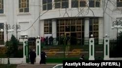 """Отделение Банка """"Туркменбаши"""" в Балканской области Туркменистана. (архивное фото)"""