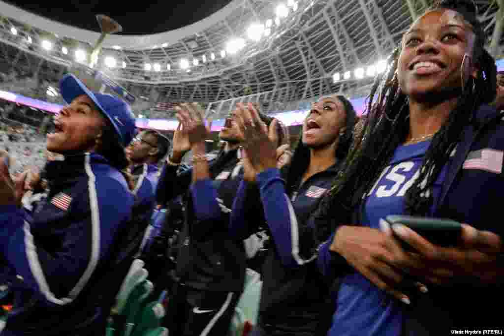Амэрыканскія атлеты заўзеюць за сваіх