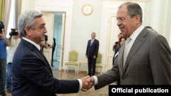 Armenian President Serzh Sarkisian (left) receives Russian Foreign Minister Sergey Lavrov in Yerevan on June 23.