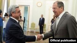 Президент Армении Серж Саргсян (слева) и министр иностранных дел России Сергей Лавров, Ереван, 23 июня 2014 г. (Фотография - пресс-служба президента Армении)
