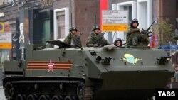 """БТР """"Ракушка"""" во время репетиции военного парада в Москве, архивное фото"""