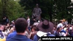 Ресейлік оппозиция шеруі Абай ескерткішінің алдына жиылды. Мәскеу, 13 мамыр 2012 жыл.