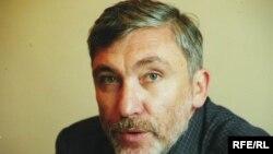 Олег Сафаралиев начинал карьеру на Бакинской киностудии. Он — автор картины «Прямая трансляция», свою последнюю работу «Прощай, южный город» снял на «Азербайджанфильме»