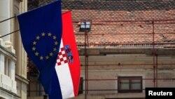 Zastave EU i Hrvatske