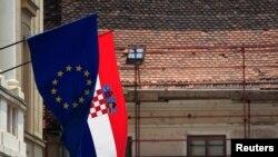 Zastave Hrvatske i EU u centru Zagreba