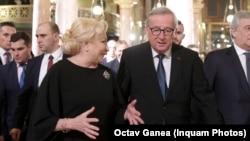 Viorica Dăncilă și Jean Claude Juncker, președintele Comisiei Europene, la preluarea președinției.