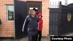 Пастор Бақытжан Қашқымбаев тергеу абақтысынан шығып келеді. Астана, 8 қазан 2013 жыл.