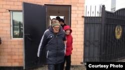 Пастор Бахтжан Кашкумбаев на выходе из СИЗО перед очередным арестом через несколько минут. Астана, 8 октября 2013 года.