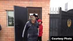 Pastor Bakhytzhan Kashkumbaev emerging from an Astana jail shortly before he was rearrested on October 8