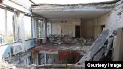 Școală distrusă în regiunea Donbas (foto: Human Rights Watch)