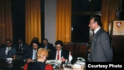 Пасяджэньне дэпутацкай апазыцыі БНФ, 1992 год. Фота С. Навумчыка.