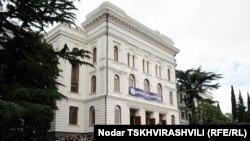 Познавать азы международных отношений Зоя собирается в Тбилисском государственном университете