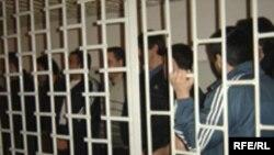 Qanunsuz silahlı birləşmə yaratmaqda ittiham olunan 16 nəfərə hökm oxundu, 19 aprel 2006
