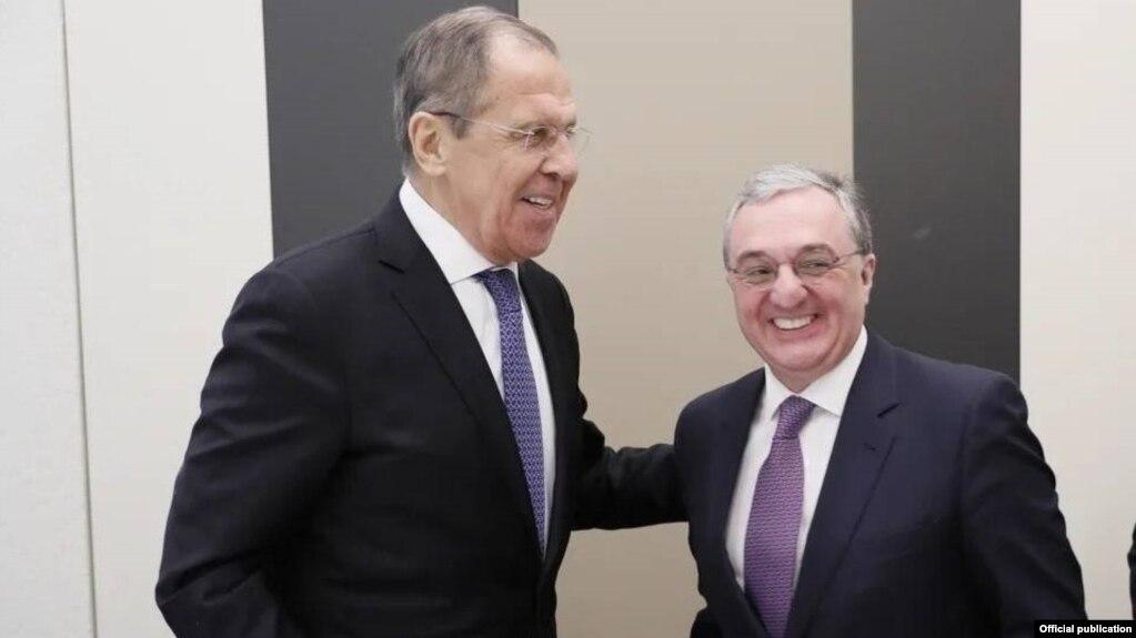 Главы МИД Армении и России обсудили по телефону карабахское урегулирование