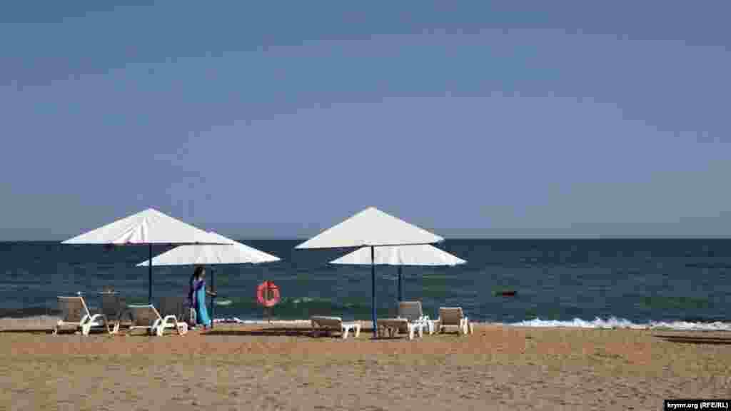 Людей на пляжах не много даже в субботний день