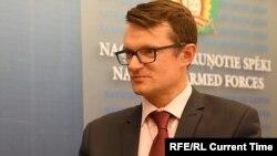 Լատվիայի ՊՆ պետքարտուղար Յանիս Գարիսոնսը հարցազրույցի ժամանակ