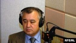 """Ө.Текебаев """"Азаттыктын"""" Вашингтондогу кеңсесинде, 2008 декабрь"""
