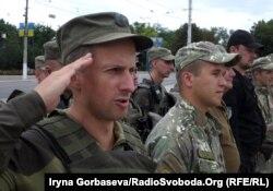 Построение и инструктаж перед несением службы: военнослужащие НГУ готовы приступить к патрулированию Мариуполя