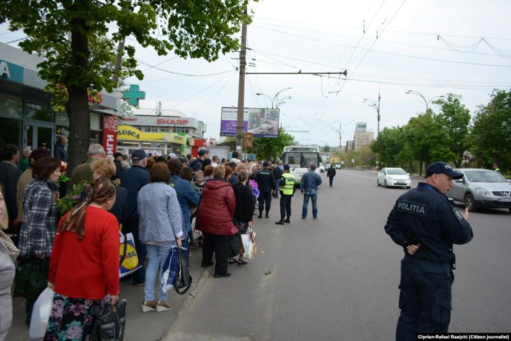 1. Primăria Chișinăului a organizat transport gratuit spre cimitir (Foto: Ciprian-Rafael Raețchi)