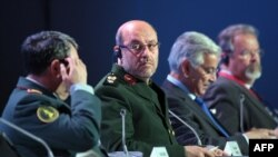 حسین دهقان (نفر دوم از چپ) در نشستی در کنفرانس امنیتی مسکو