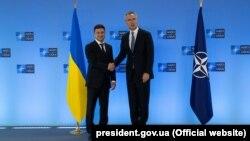 Президент України Володимир Зеленський (л) і генеральний секретар НАТО Єнс Столтенберґ, Брюссель, 4 червня 2019 року