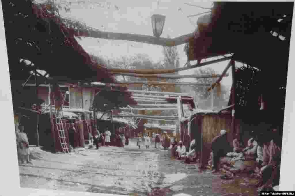 Центральный базар в Оше. Фото начало XX века.