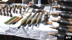 На фоне предвыборных страстей информация об обнаруженных тайниках с оружием, по мнению наблюдателей, может быть использована в борьбе за власть