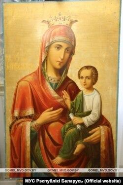 Ікона Прасьвятой Багародзіцы «Скарапалушніца» зь вёскі Дубраўка