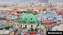 Відень, де розташовані штабквартири численних міжнародних організацій на кшталт Міжнародного агентства з атомної енергії, ОБСЄ та філія ООН, неофіційно відомий як європейський шпигунський хаб