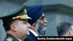 Ukraina ve Canada Mudafaa nazirleri Stepan Poltorak (soldan) ve Harjit Singh Sajjan