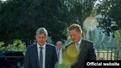 Алмазбек Атамбаев и Алексей Миллер. 27 августа 2014 г.