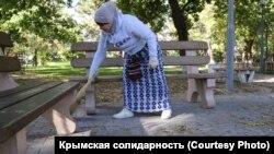 Zarema Kulametova parktaki cemiyet işlerinde, Eski Qırım