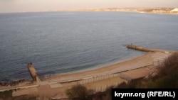 Пляж на мысе Толстый в Севастополе