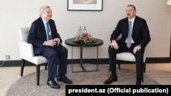 """Azərbaycan Prezidenti İlham Əliyev yanvarın 22-də Davosda """"Soros Fondu""""nun təsisçisi George Soros ilə görüşüb"""