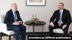 Prezident İlham Əliyev (sağda) George Soros-la görüş zamanı. İsveçrə, 22 yanvar 2015