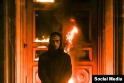 Акция Петра Павленского - сожжение дверей ФСБ