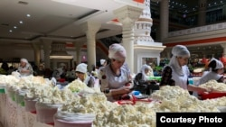 Tajikistan. Dushanbe. Covered market. Score. Fig. Photo of Sultan Kanazarov.