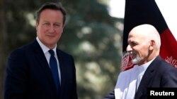 Ұлыбритания премьер-министрі Дэвид Кэмерон (сол жақта) мен Ауғанстанның жаңадан сайланған президенті Ашраф Ғани. Кабул, 3 қазан 2014 жыл.